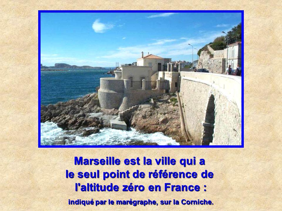 Marseille est la ville qui a la plus belle réhabilitation d'espace public : L'espace Bargemon (derrière l'Hôtel de Ville), récompensé par la prestigie