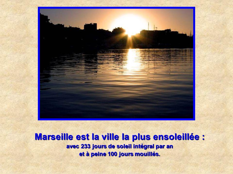 Marseille est la plus vieille ville de France. Fondée il y a 2600 par les Grecs, Marseille est aussi l'une des plus vieilles cités d'Europe. Une des p