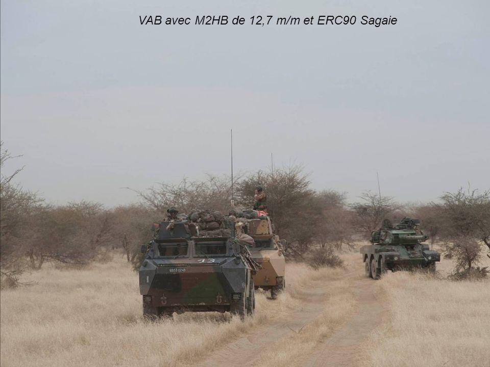 VAB avec M2HB de 12,7 m/m et ERC90 Sagaie ; si ces véhicules ont, une fois de plus, prouvé leur efficacité sur un terrain où la rusticité est une qualité essentielle des matériels, il convient quand même de rappeler que contrairement aux assertions de la plupart des journalistes, les jihadistes ne disposaient pas d armes lourdes sophistiquées : hormis quelques possibles missiles SA-7b, voire SA-14, leurs armes datent pour la plupart des années qui suivent la Seconde Guerre Mondiale ainsi que celles de la Guerre Froide ; canons sans-recul SPG9, DShK 1938/46, SGM, ZPU, RPG-7 sont certes redoutables, mais ils n ont rien de sophistiqués ; de fait, la France pouvait engager AMX10RC, ERC90 et Sagaie.