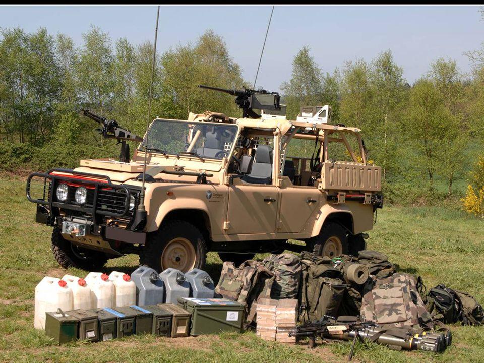 Véhicule PATSAS, avec une mitrailleuse lourde M2HB de 12,7 m/m et une mitrailleuse AANF1 de 7,62 m/m ; le parachutiste du 1er RPIMa est armé d un HK416 ; ces patrouilles encadrent l armée malienne (voire, pallient à ses défaillances,éclairent les itinéraires au profit des forces plus conventionnelles, mais surtout, recueillent du renseignement tout en étant susceptible d harceler les jihadistes, en opérant sur leurs arrières.