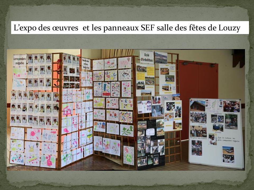 L'expo des œuvres et les panneaux SEF salle des fêtes de Louzy
