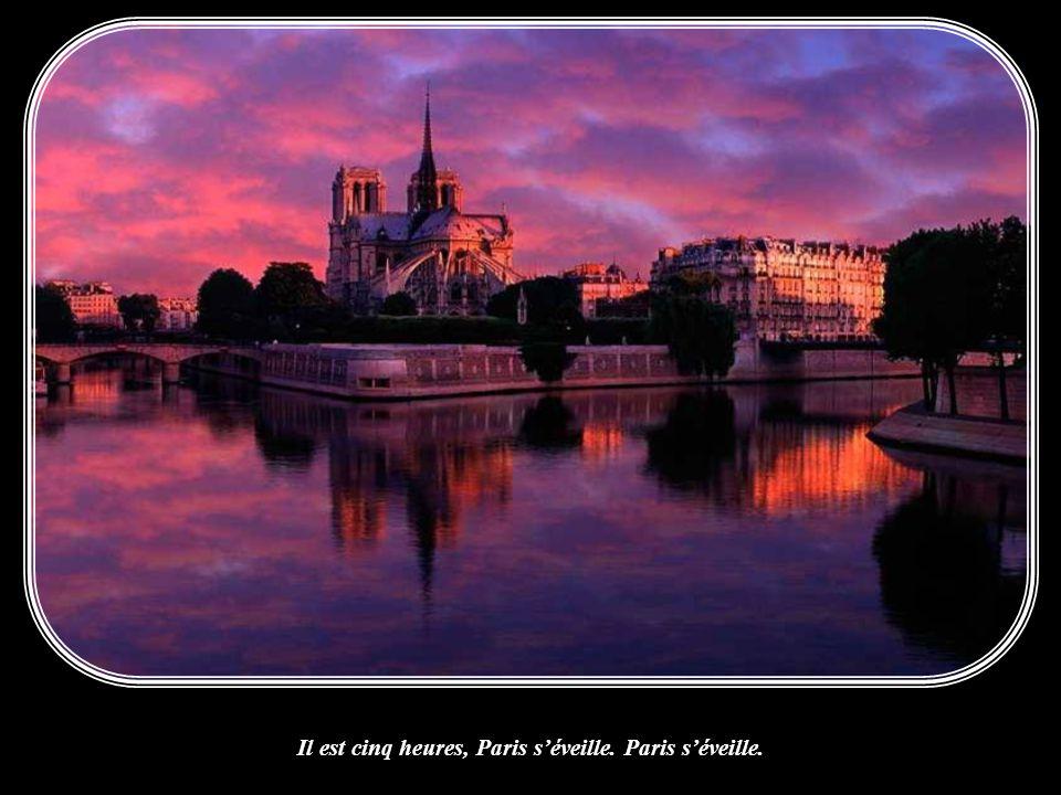 Il est cinq heures, Paris s'éveille. Paris s'éveille.