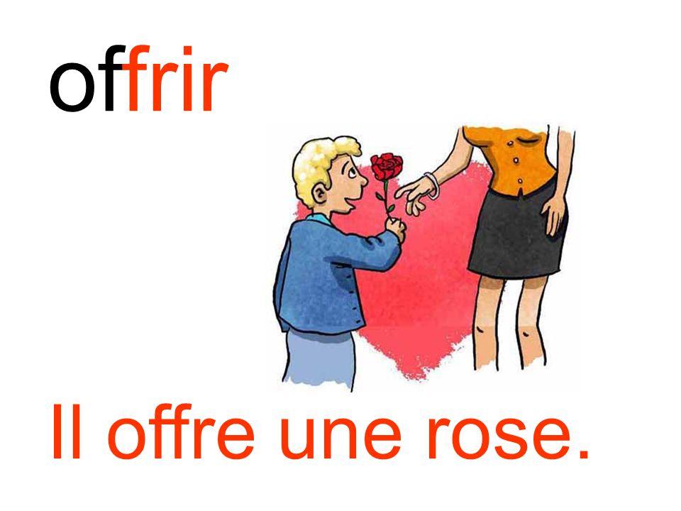 offrir Il offre une rose.