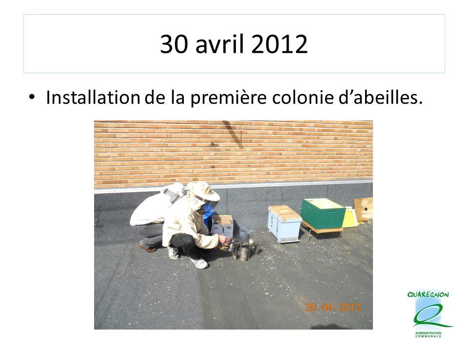 30 avril 2012 Installation de la première colonie d'abeilles.