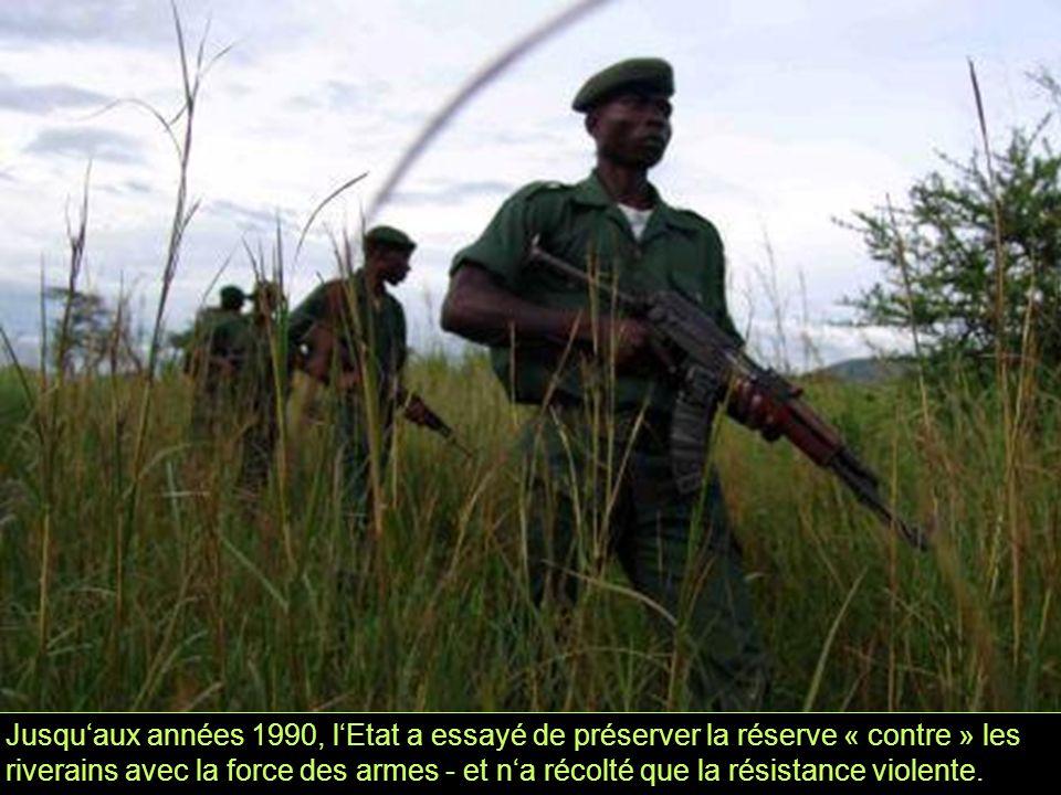 Jusqu'aux années 1990, l'Etat a essayé de préserver la réserve « contre » les riverains avec la force des armes - et n'a récolté que la résistance violente.