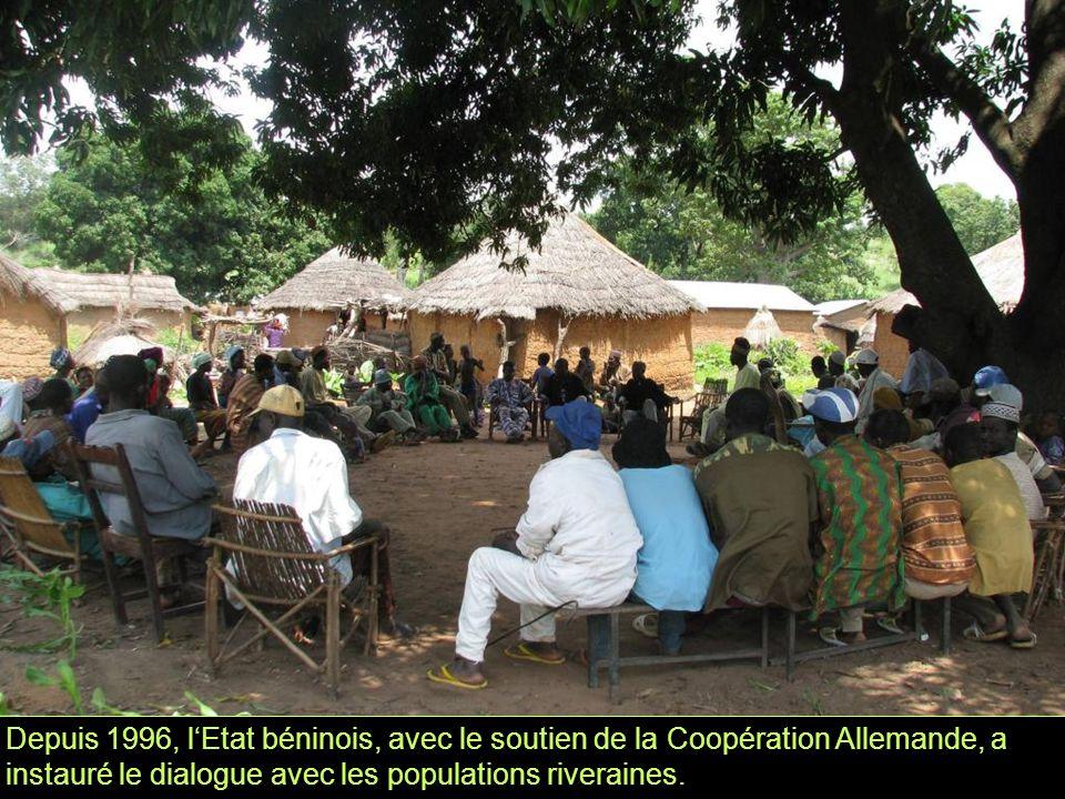 Depuis 1996, l'Etat béninois, avec le soutien de la Coopération Allemande, a instauré le dialogue avec les populations riveraines.