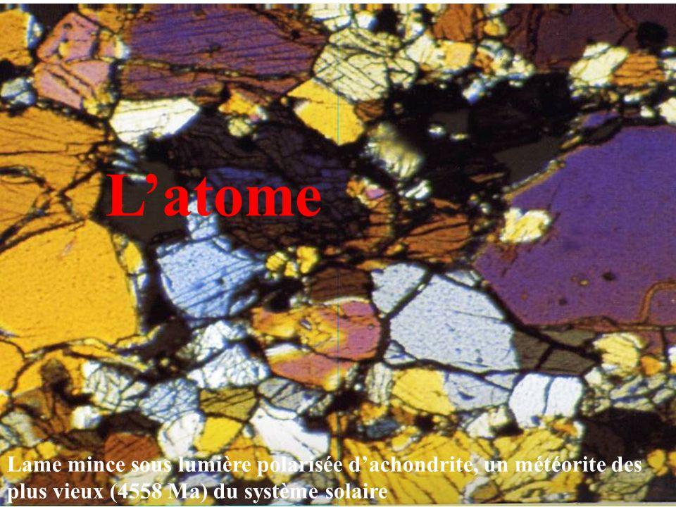L'atome Lame mince sous lumière polarisée d'achondrite, un météorite des plus vieux (4558 Ma) du système solaire