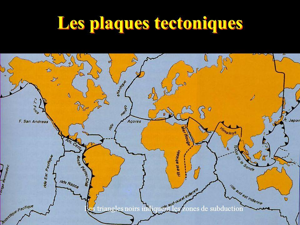 Les plaques tectoniques Les triangles noirs indiquent les zones de subduction