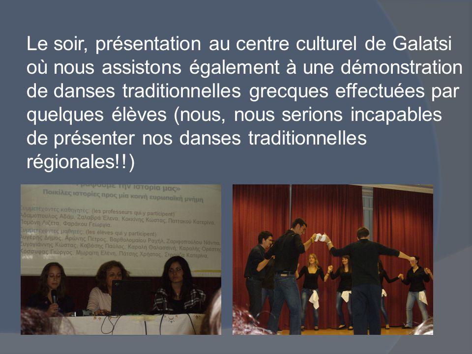 Le soir, présentation au centre culturel de Galatsi où nous assistons également à une démonstration de danses traditionnelles grecques effectuées par quelques élèves (nous, nous serions incapables de présenter nos danses traditionnelles régionales!!)