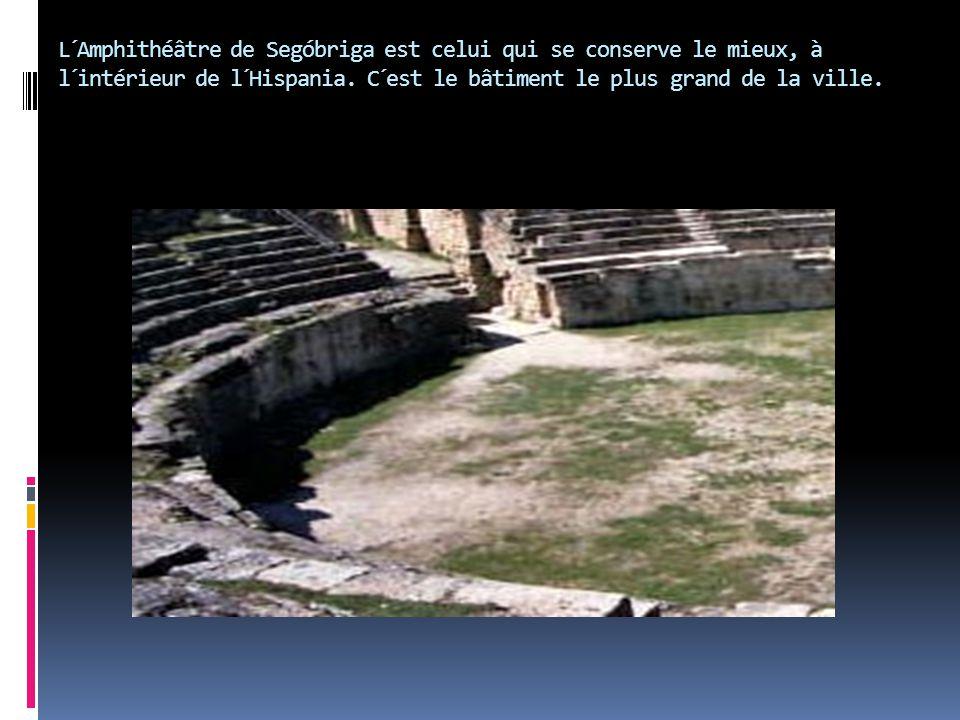 L´Amphithéâtre de Segóbriga est celui qui se conserve le mieux, à l´intérieur de l´Hispania. C´est le bâtiment le plus grand de la ville.