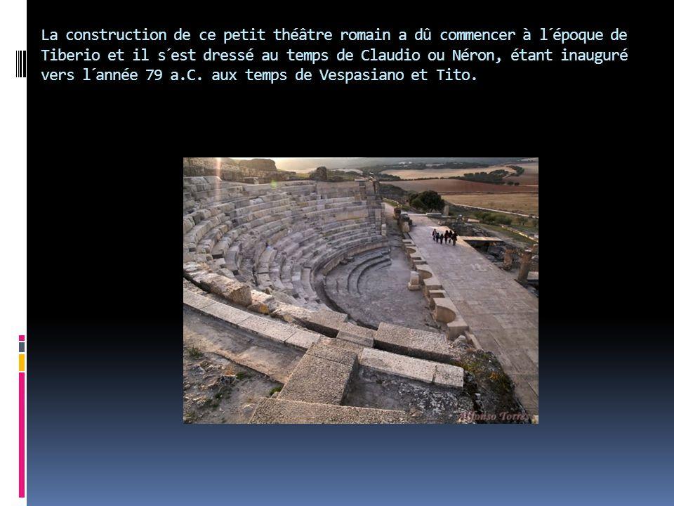 La construction de ce petit théâtre romain a dû commencer à l´époque de Tiberio et il s´est dressé au temps de Claudio ou Néron, étant inauguré vers l