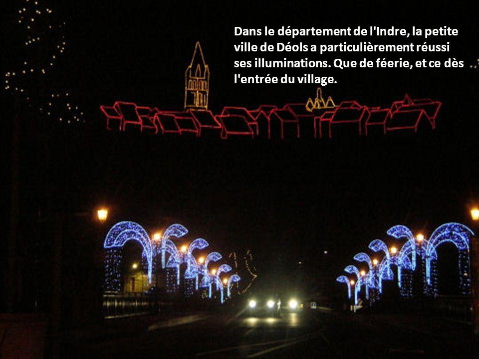 A Obernai, en Alsace, les décorations de Noël se marient à la perfection avec les maisons typiques de la région.
