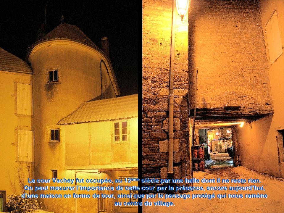 Les remparts de la rue des fossés ont servi de fondations dans la construction des maisons après le rattachement du duché à la couronne royale.