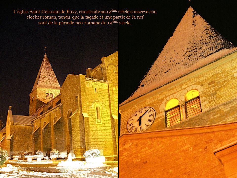 L'église Saint Germain de Buxy, construite au 12 ème siècle conserve son clocher roman, tandis que la façade et une partie de la nef sont de la période néo-romane du 19 ème siècle.
