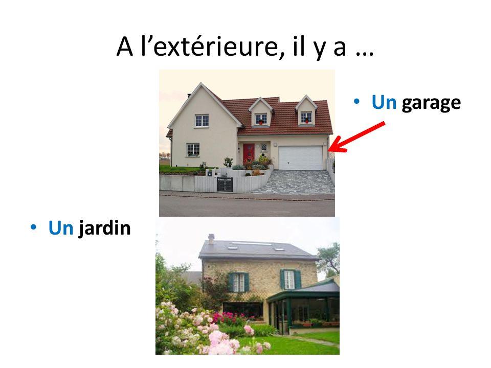 A l'extérieure, il y a … Un garage Un jardin