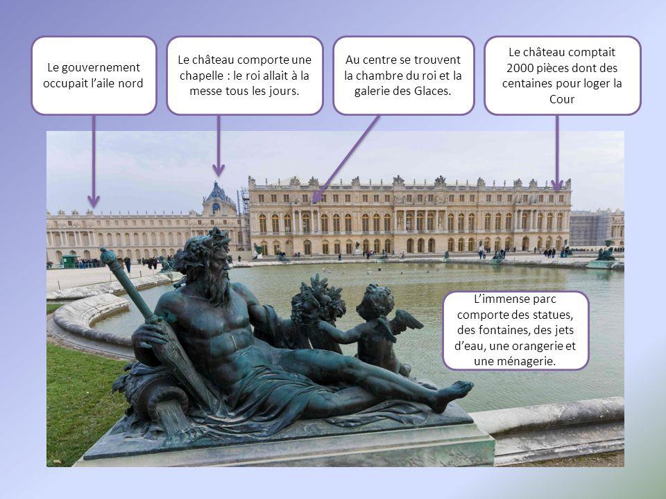 L'immense parc comporte des statues, des fontaines, des jets d'eau, une orangerie et une ménagerie. Le gouvernement occupait l'aile nord Le château co
