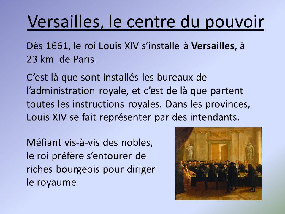 Versailles, le centre du pouvoir Dès 1661, le roi Louis XIV s'installe à Versailles, à 23 km de Paris. C'est là que sont installés les bureaux de l'ad