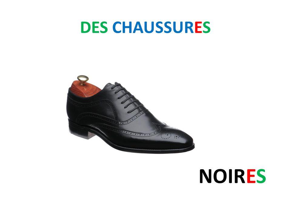 DES CHAUSSURES NOIRES