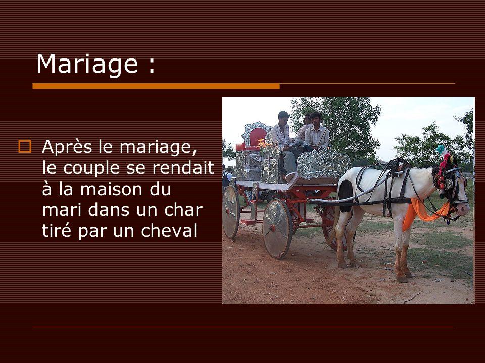 Mariage :  Après le mariage, le couple se rendait à la maison du mari dans un char tiré par un cheval