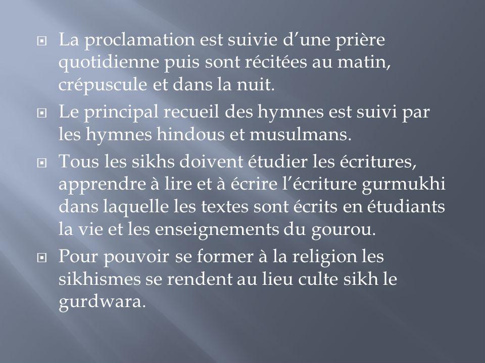  La proclamation est suivie d'une prière quotidienne puis sont récitées au matin, crépuscule et dans la nuit.  Le principal recueil des hymnes est s