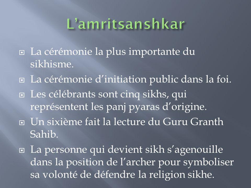  La cérémonie la plus importante du sikhisme.  La cérémonie d'initiation public dans la foi.  Les célébrants sont cinq sikhs, qui représentent les