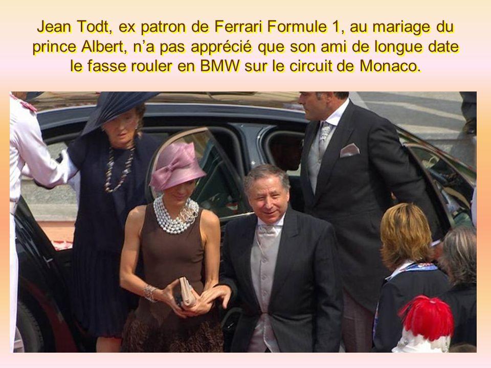 Les invités du mariage princier ont commencé leur ballet sur le tapis rouge du palais monégasque... Ainsi la ravissante Clotilde Courau a su nous en m