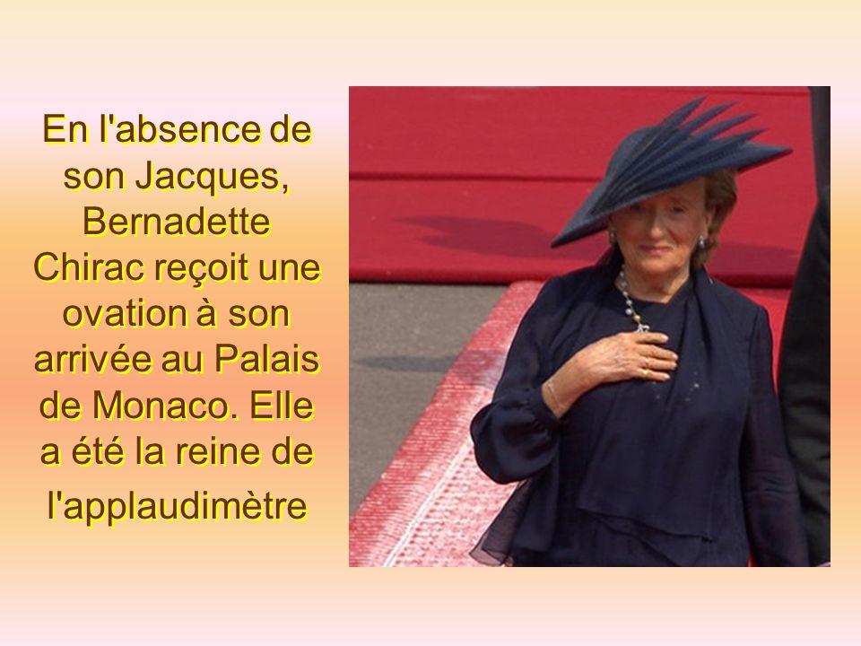 La chute du prince Laurent a heureusement égayé l'arrivée des invités.