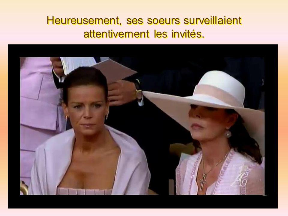 Karl Lagerfeld a quand même esquissé un léger sourire, au mariage du prince de Monaco, quand il s'est coincé une couille en descendant de voiture.