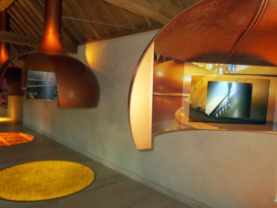Dans l'unique bâtiment subsistant de l'ancienne Abbaye, on peut découvrir les secrets du-savoir-faire brassicole de la bière d'Orval …