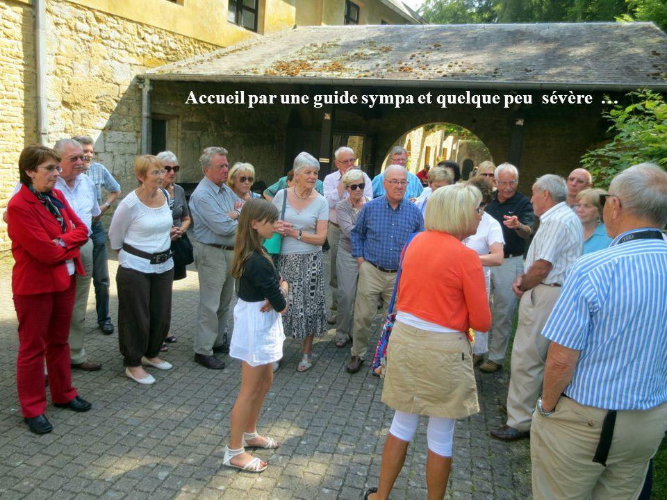 Les premiers moines à s'installer à Orval arrivèrent du sud de l'Italie en 1070. Le Seigneur de l'endroit le comte Arnould de Chiny les accueillit et
