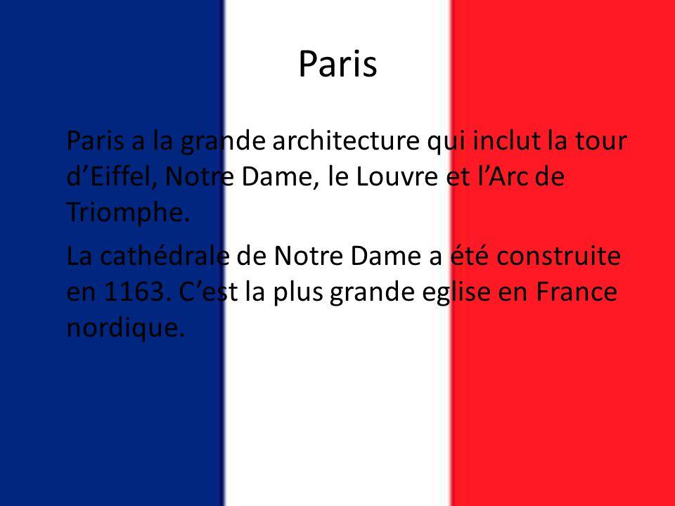Paris Paris a la grande architecture qui inclut la tour d'Eiffel, Notre Dame, le Louvre et l'Arc de Triomphe. La cathédrale de Notre Dame a été constr