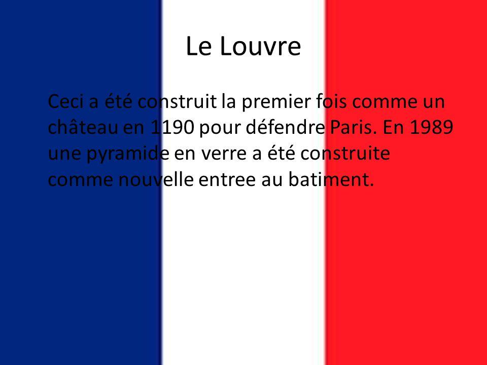Le Louvre Ceci a été construit la premier fois comme un château en 1190 pour défendre Paris. En 1989 une pyramide en verre a été construite comme nouv