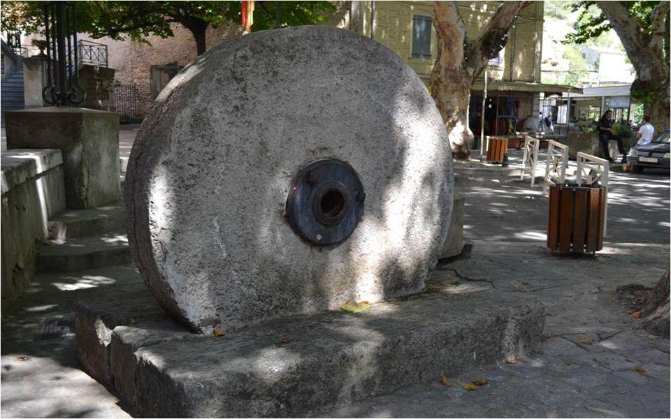 La colonne de PÉTRARQUE ( poète italien( 1304-1374)