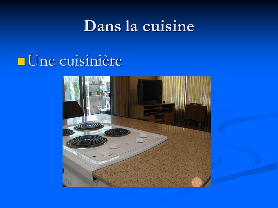 Dans la cuisine Un four Un four