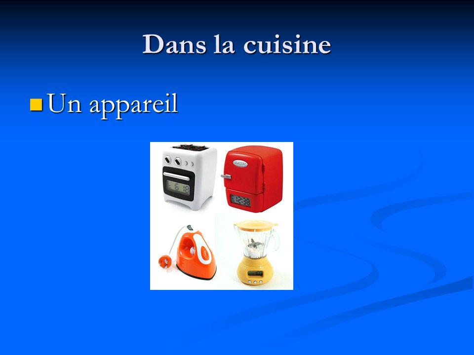 Dans la cuisine Pratiquez! C'est un four ou une cuisinière?