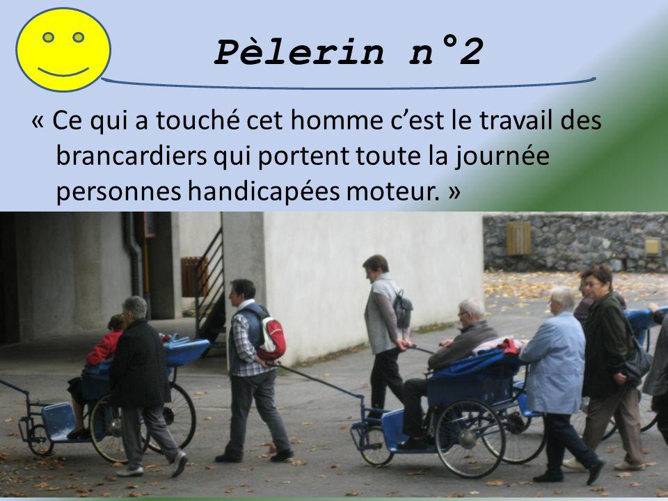 Pèlerin n°1 : « Les bénévoles aidant les personnes handicapées à se déplacer dans les Sanctuaires » Cela a marqué ce pèlerin, l'a énormément touché