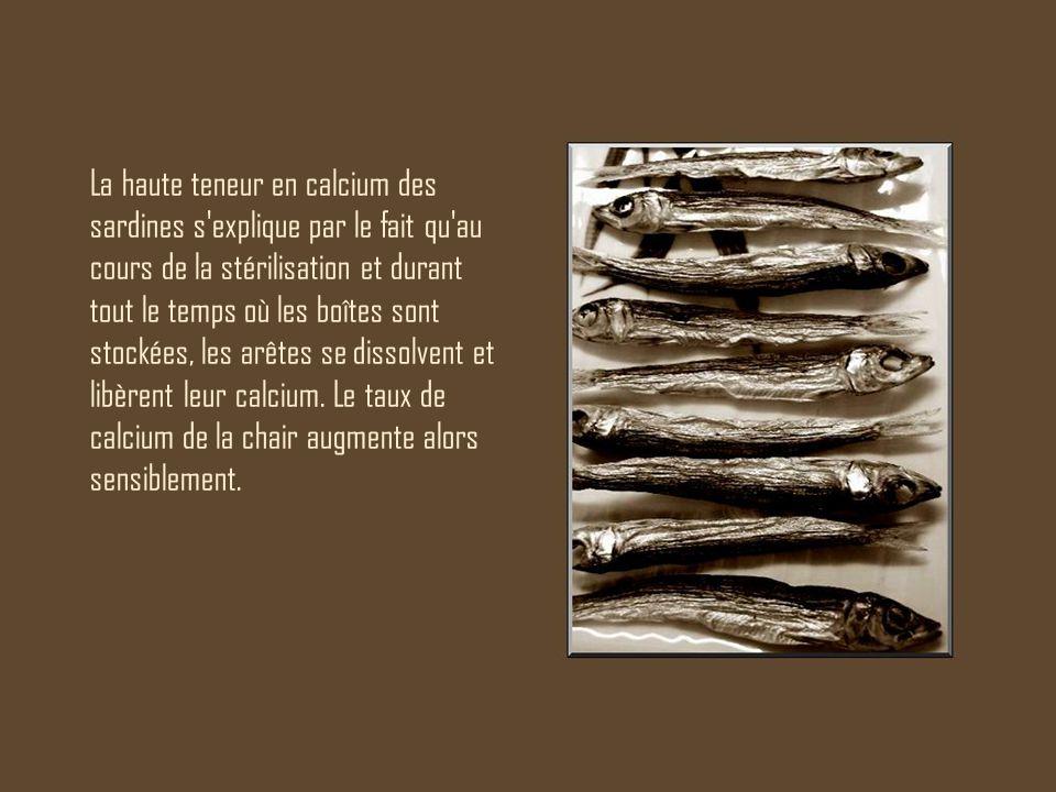 La haute teneur en calcium des sardines s'explique par le fait qu'au cours de la stérilisation et durant tout le temps où les boîtes sont stockées, le