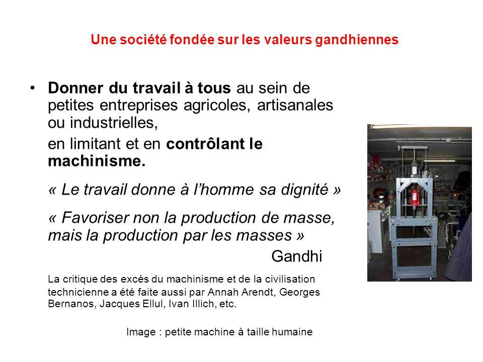 Une société fondée sur les valeurs gandhiennes Donner du travail à tous au sein de petites entreprises agricoles, artisanales ou industrielles, en limitant et en contrôlant le machinisme.