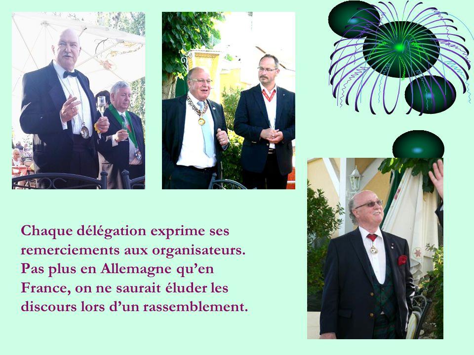 Chaque délégation exprime ses remerciements aux organisateurs.
