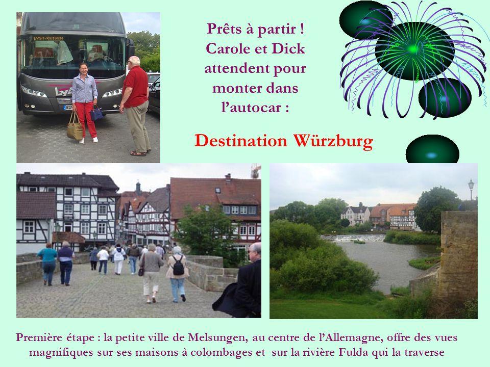 Première étape : la petite ville de Melsungen, au centre de l'Allemagne, offre des vues magnifiques sur ses maisons à colombages et sur la rivière Fulda qui la traverse Prêts à partir .