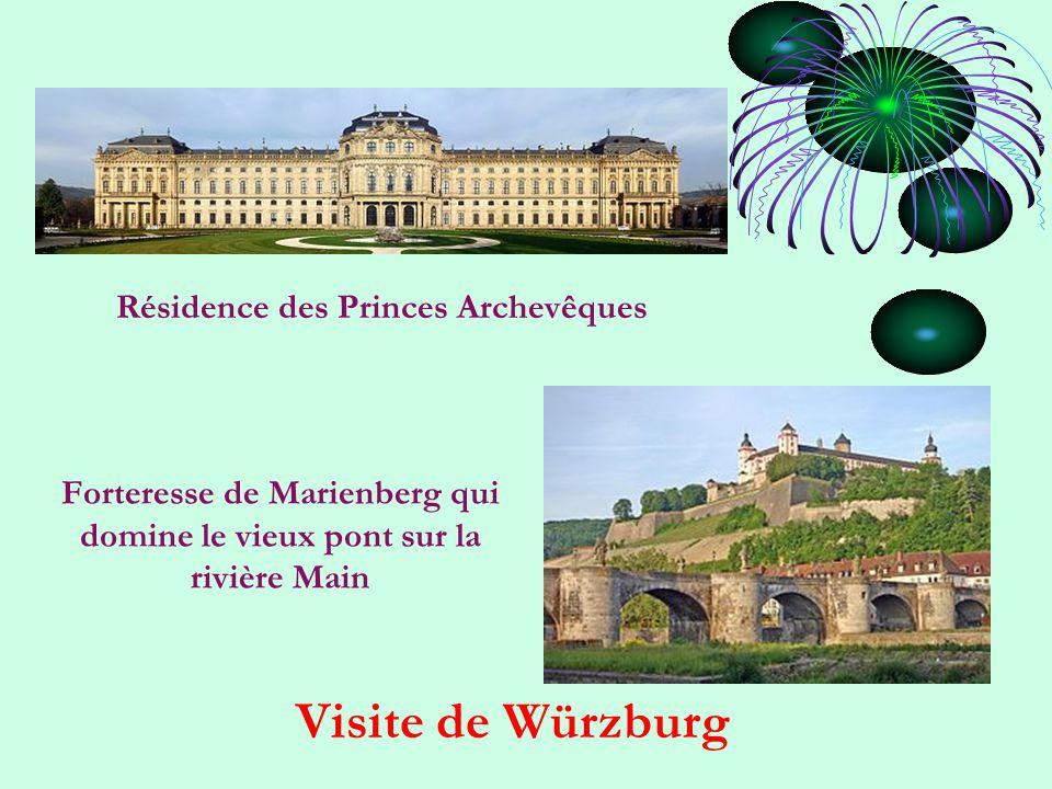 Forteresse de Marienberg qui domine le vieux pont sur la rivière Main Visite de Würzburg Résidence des Princes Archevêques