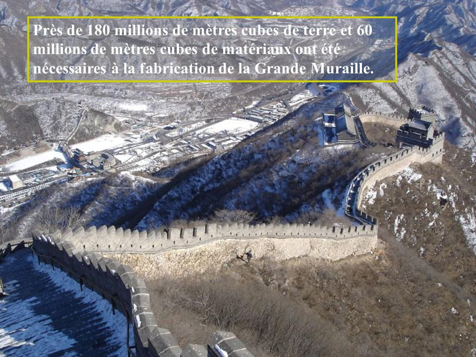 Près de 180 millions de mètres cubes de terre et 60 millions de mètres cubes de matériaux ont été nécessaires à la fabrication de la Grande Muraille.