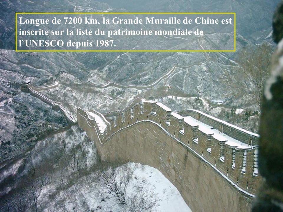 Longue de 7200 km, la Grande Muraille de Chine est inscrite sur la liste du patrimoine mondiale de l`UNESCO depuis 1987.
