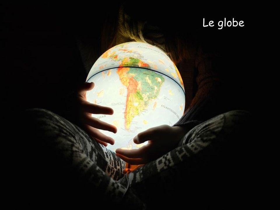 Pour représenter la Terre, sa forme est une sphère. Qui est-il ? ?? ?