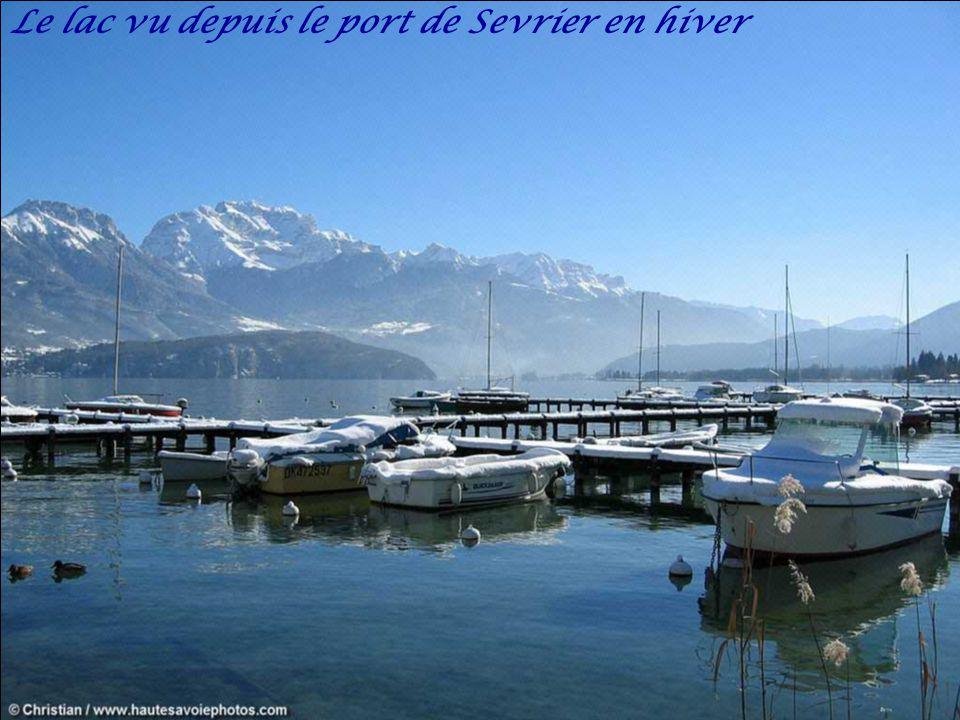 Panorama du village de Saint-Jorioz au bord du lac