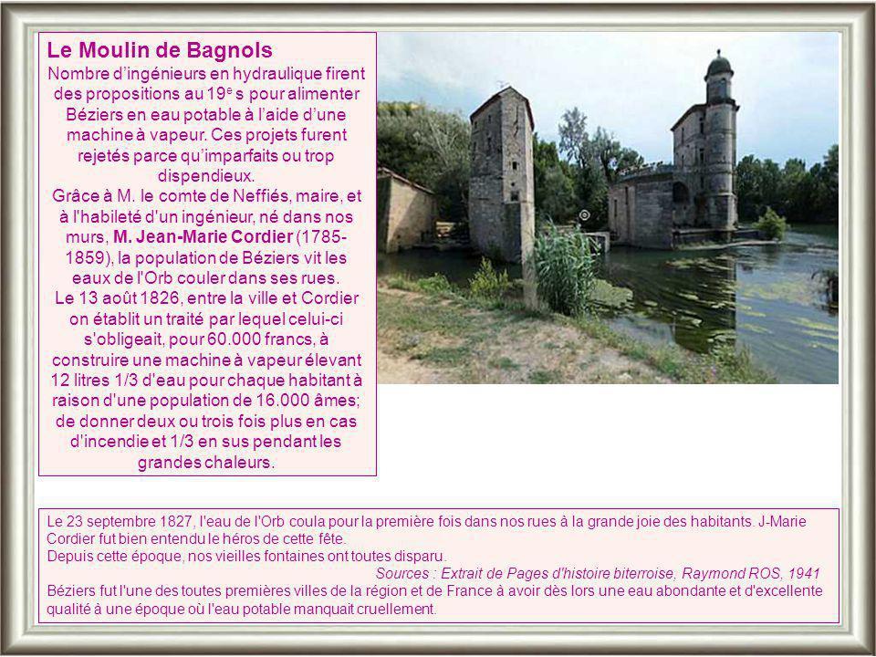 La fontaine gothique de la Place de la Révolution se trouvait à l'origine place de la Mairie. Après un séjour au cloître Saint-Nazaire, elle a été ins