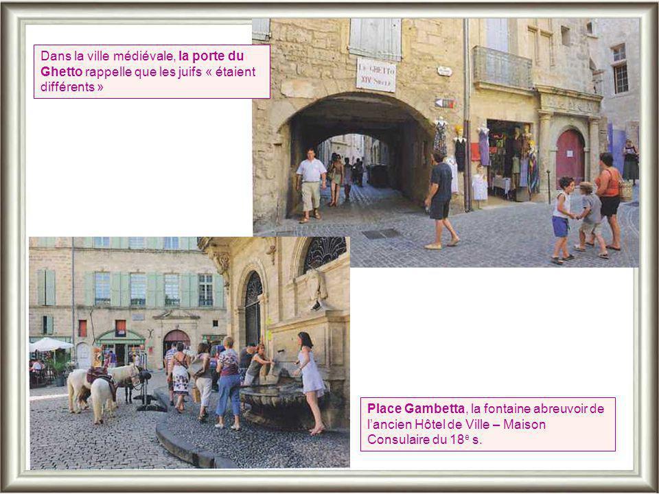 La ville qui révéla Molière a repris de bonnes couleurs. Les vieilles demeures ont retrouvé leur lustre d'antan. Les artisans d'art redonnent vie aux