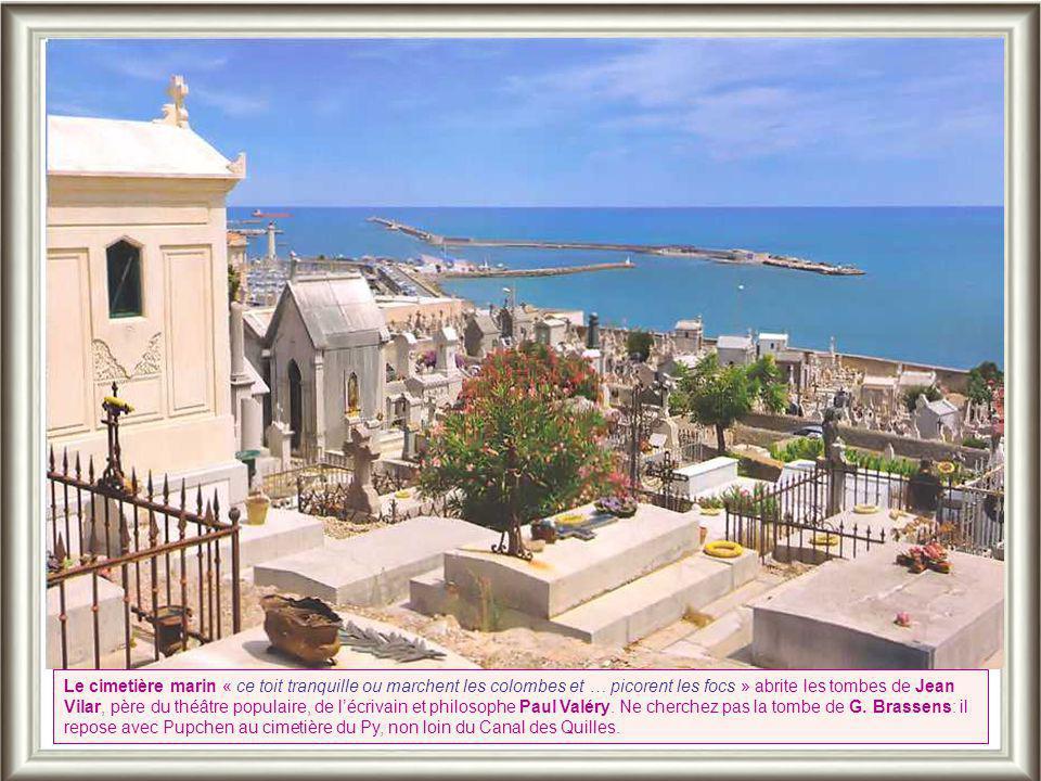 On a depuis le Mont Saint-Clair -qui domine le fort St Pierre où est installé le Théâtre de la Mer, lieu de spectacles d'été- un panorama unique sur «
