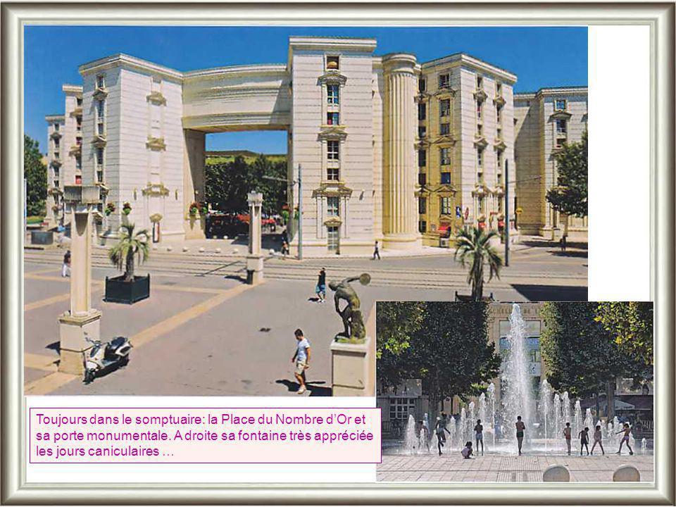 Toujours dans le somptuaire: la Place du Nombre d'Or et sa porte monumentale.