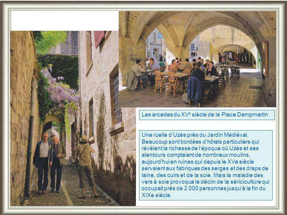 Uzès, belle ville languedocienne a le charme des villes italiennes. Premier duché de France sauvé de la ruine par André Malraux, il séduit par ses pla